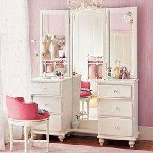 Фотография: Мебель и свет в стиле Кантри, Спальня, Интерьер комнат, Цвет в интерьере, Белый, Гардероб – фото на InMyRoom.ru