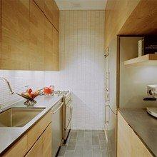 Фотография: Кухня и столовая в стиле Минимализм, Декор интерьера, Малогабаритная квартира, Квартира, Цвет в интерьере, Дома и квартиры, Белый – фото на InMyRoom.ru
