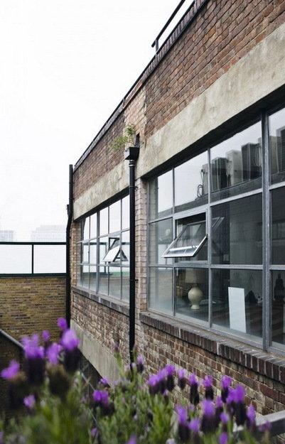 Фотография: Ванная в стиле Современный, Лофт, Дом, Цвет в интерьере, Дома и квартиры, Лондон, Серый, Индустриальный – фото на InMyRoom.ru