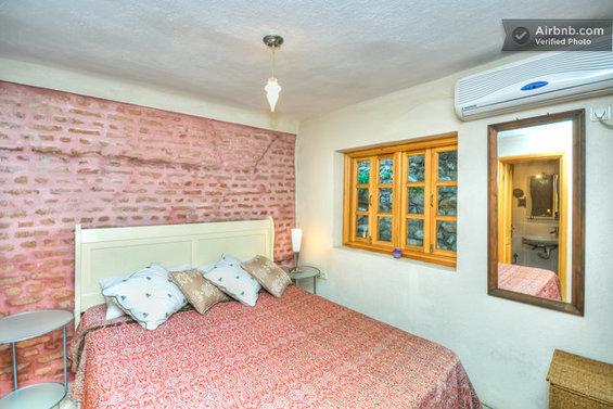 Фотография: Гостиная в стиле Лофт, Стиль жизни, Советы, Париж, Airbnb – фото на InMyRoom.ru