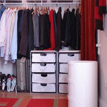 Фотография: Гардеробная в стиле Современный, Спальня, Декор интерьера, Интерьер комнат, Системы хранения, Кровать, Гардероб – фото на InMyRoom.ru