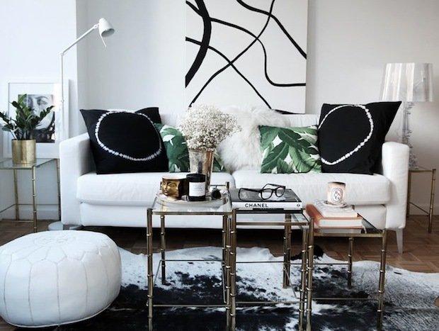 Фотография: Гостиная в стиле Скандинавский, Современный, Декор интерьера, Малогабаритная квартира, Квартира, Интерьер комнат, Декор, Мебель и свет, Советы, дизайн гостиной, идеи для гостиной, маленькая гостиная, как увеличить маленькую гостиную, идеи для маленькой гостиной, мебель для маленькой гостиной, планировка маленькой гостиной – фото на InMyRoom.ru