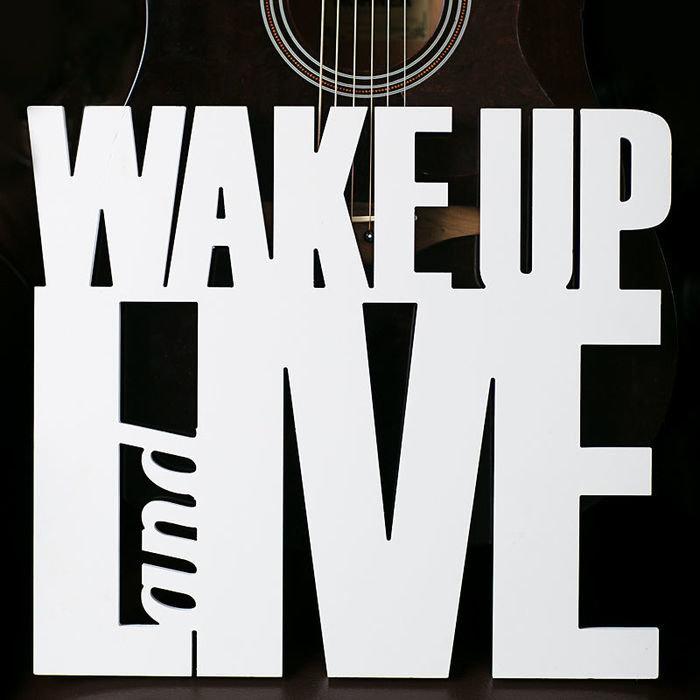 """Надпись """"wake up"""""""