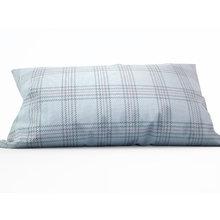 Декоративная подушка: Аккуратная вышивка