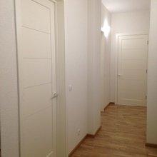 Фото из портфолио Кроме дверей из массива, мы также производим белые двери, покрытые эмалью, из современных материалов. – фотографии дизайна интерьеров на INMYROOM