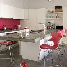 Фотография: Кухня и столовая в стиле Лофт, Современный, Интерьер комнат, Цвет в интерьере, Белый – фото на InMyRoom.ru