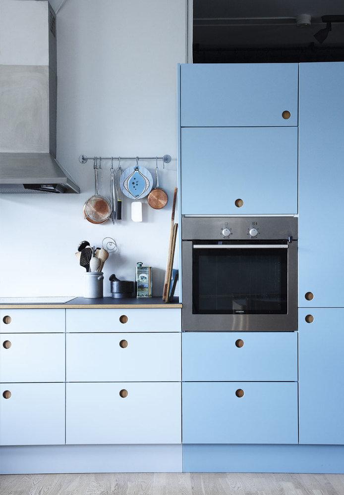 Скандинавская кухня голубого цвета