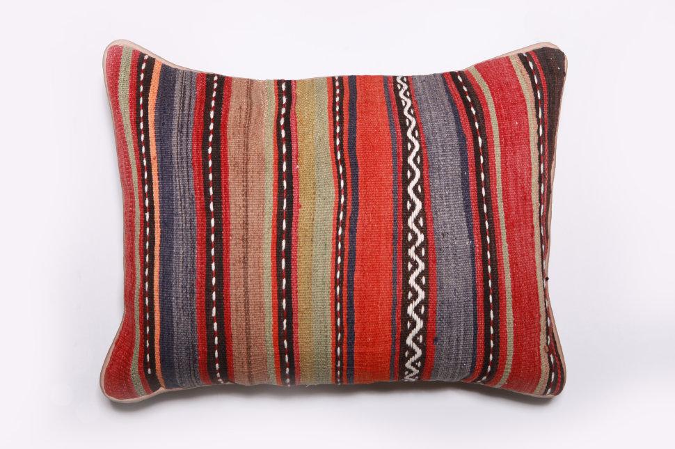Подушка декоративная из шерсти 60х45