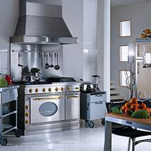 Фотография: Кухня и столовая в стиле Лофт, Современный, Интерьер комнат, Встраиваемая техника – фото на InMyRoom.ru