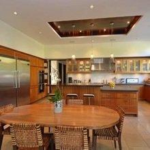 Фотография: Кухня и столовая в стиле Классический, Современный, Дом, Дома и квартиры, Интерьеры звезд – фото на InMyRoom.ru