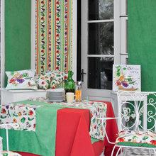 Фотография: Кухня и столовая в стиле Кантри, Современный, Интерьер комнат, Часы – фото на InMyRoom.ru