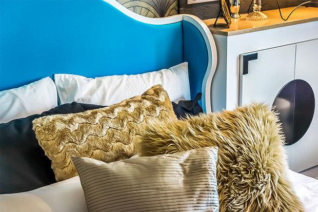 Фотография:  в стиле , Спальня, Декор интерьера, Интерьер комнат, Ар-деко – фото на InMyRoom.ru