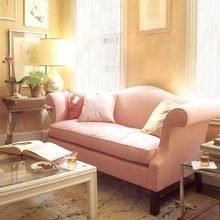Фотография: Гостиная в стиле Кантри, Декор интерьера, Дизайн интерьера, Мебель и свет, Цвет в интерьере, Стены, Розовый, Фуксия – фото на InMyRoom.ru