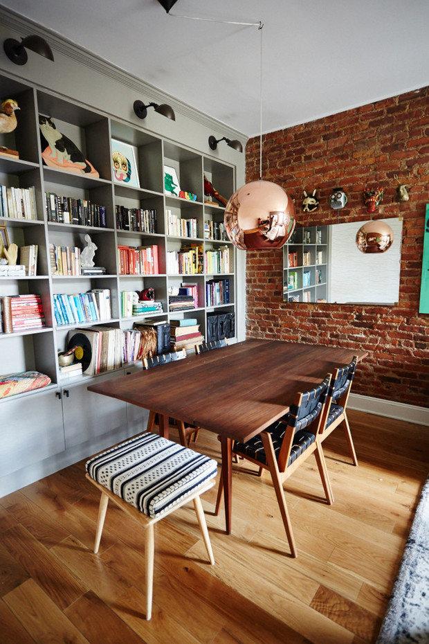 Фотография:  в стиле , Советы, Макс Жуков, маленькая кухня, хранение вещей в малогабаритке, как организовать хранение на небольшом метраже, идеи для малогабариток, как оформить малогабаритку, дизайн-хаки для маленькой спальни, дизайн маленькой комнаты, как выбрать освещение для комнаты, хранение вещей, система хранения в малогабаритке, ошибки в оформлении малогабаритки, дизайн малогабаритки, идеи для малогабаритки, современные сценарии освещения, организация хранения, как визуально увеличить площадь малогабаритки, дизайн маленькой прихожей, хранение вещей в квартире, хранение в квартире – фото на InMyRoom.ru