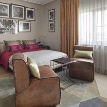 Фото из портфолио Спальня в современном стиле с жокейским декором – фотографии дизайна интерьеров на InMyRoom.ru