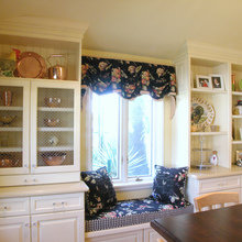 Фотография: Кухня и столовая в стиле Кантри, Спальня, Гардеробная, Декор интерьера, Интерьер комнат, Системы хранения, Кровать, Гардероб – фото на InMyRoom.ru