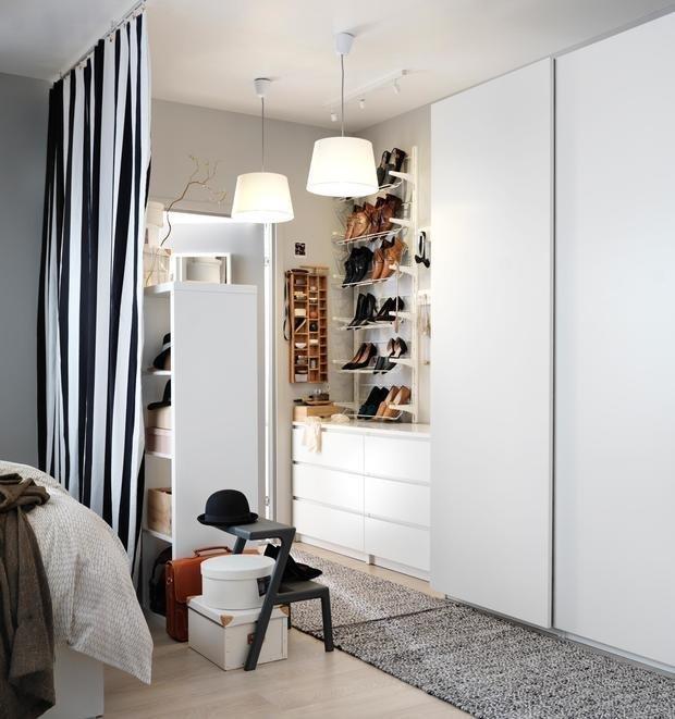 Фотография: Спальня в стиле Скандинавский, Советы, Женя Жданова, хранение обуви, как обустроить гардеробную, планировка гардеробной, хранение вещей, советы профи – фото на INMYROOM