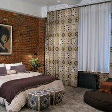 Фотография: Спальня в стиле Лофт, Классический, Декор интерьера, Интерьер комнат, Цвет в интерьере, Белый, Черный, Серый – фото на InMyRoom.ru