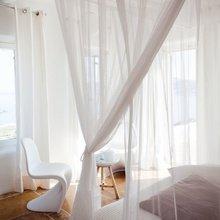 Фотография: Спальня в стиле Эклектика, Декор интерьера, Декор дома, Текстиль, Шторы – фото на InMyRoom.ru