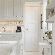 Фотография: Кухня и столовая в стиле Кантри, Скандинавский, Интерьер комнат, Цвет в интерьере, Белый – фото на InMyRoom.ru