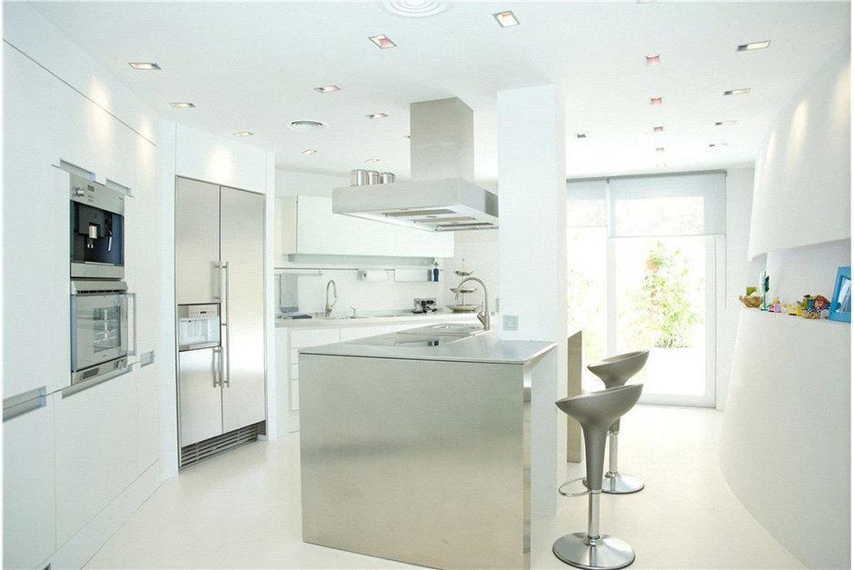Фотография: Кухня и столовая в стиле Современный, Декор интерьера, Дом, Испания, Дома и квартиры – фото на InMyRoom.ru