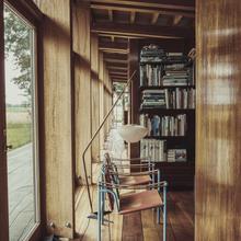 Фото из портфолио Потрясающий деревянный дом в американском стиле – фотографии дизайна интерьеров на InMyRoom.ru