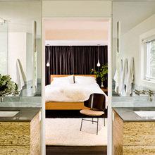 Фотография: Спальня в стиле Современный, Дом, Цвет в интерьере, Дома и квартиры, Белый, Черный – фото на InMyRoom.ru