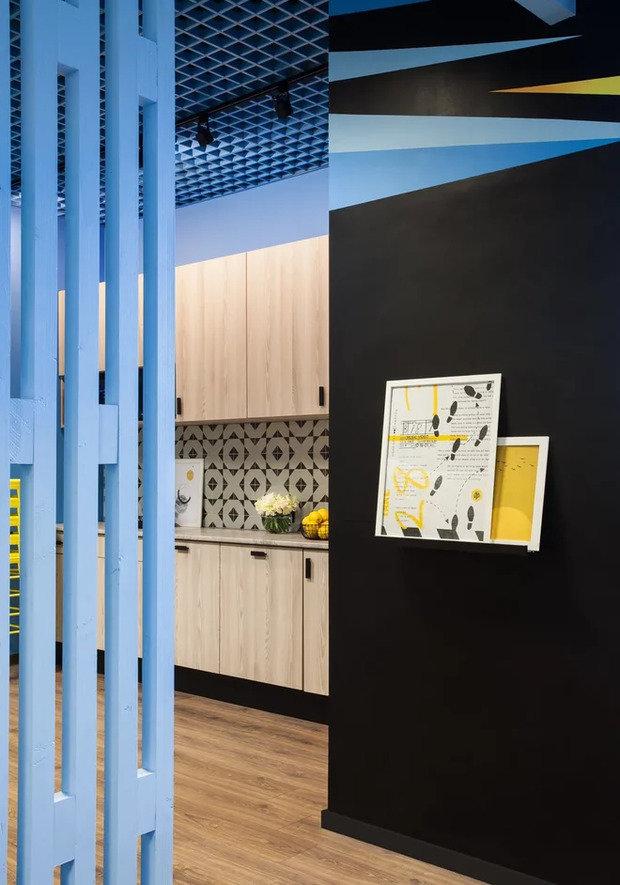 Фото из портфолио Кухня-столовая в офисе туристической компании – фотографии дизайна интерьеров на INMYROOM