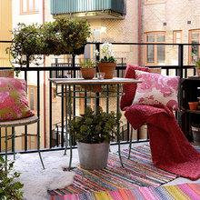 Фотография: Балкон в стиле Кантри, Ландшафт, Декор, Терраса, Советы, Мария Шумская, Есения Семипядная, элегантный городской балкон, винтажные вещи на балконе, восточный декор для балкона, балкон в средиземноморском стиле, ландшафтный дизайн для балкона, горизонтальное озеленение, хвойные растения на балконе – фото на InMyRoom.ru