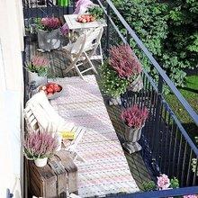 Фотография: Балкон в стиле Кантри, Скандинавский, Ландшафт, Декор, Терраса, Советы, Мария Шумская, Есения Семипядная, элегантный городской балкон, винтажные вещи на балконе, восточный декор для балкона, балкон в средиземноморском стиле, ландшафтный дизайн для балкона, горизонтальное озеленение, хвойные растения на балконе – фото на InMyRoom.ru