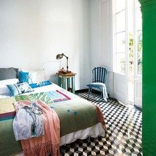 Фотография: Спальня в стиле Скандинавский, Дом, Цвет в интерьере, Дома и квартиры, Белый, Плитка, Принт, Перегородка, Графика – фото на InMyRoom.ru