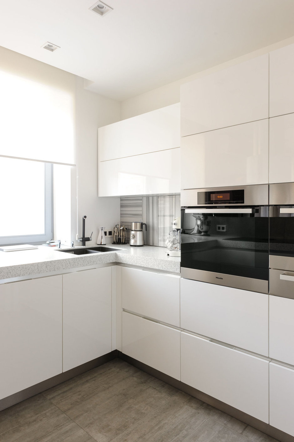 Фотография: Кухня и столовая в стиле Хай-тек, Лофт, Квартира, Дома и квартиры, Проект недели, Поп-арт – фото на InMyRoom.ru