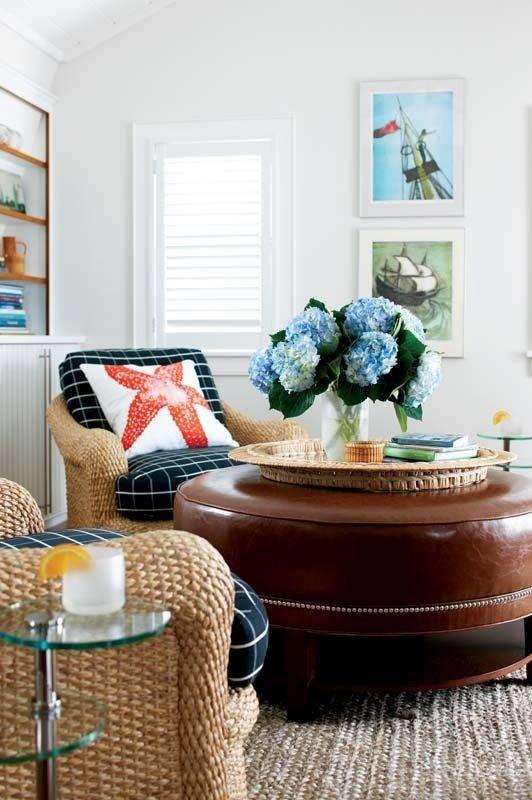 Фотография: Гостиная в стиле , Декор интерьера, Дизайн интерьера, Подушки, Морской – фото на InMyRoom.ru