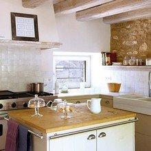 Фотография: Кухня и столовая в стиле Кантри, Дом, Дома и квартиры, Балки – фото на InMyRoom.ru