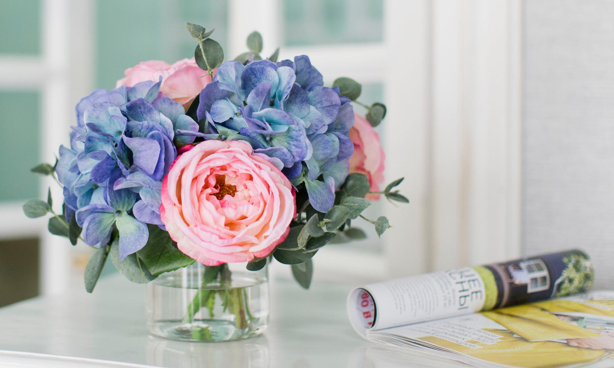 Купить Композиция из искусственных цветов - голубая гортензия, розы, эвкалипт, inmyroom, Россия