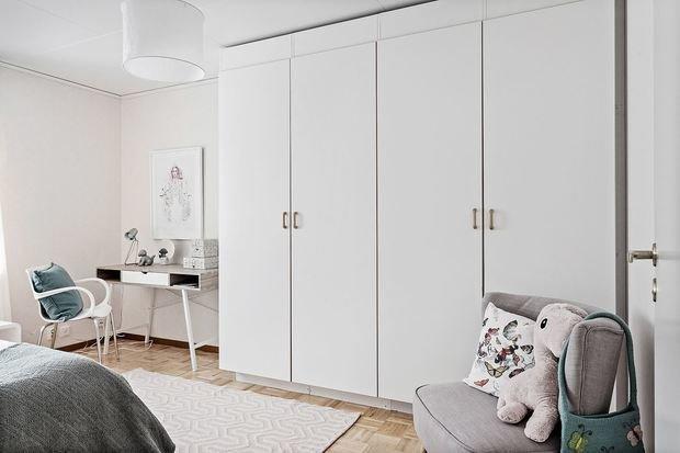Фотография: Спальня в стиле Минимализм, Кухня и столовая, Гостиная, Декор интерьера, Дом, Швеция, Стокгольм, как создать уютную атмосферу, 4 и больше, Более 90 метров, гостеприимный интерьер – фото на INMYROOM