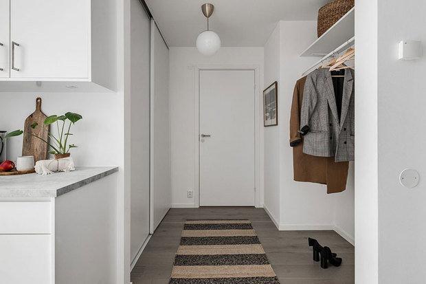 Фотография: Прихожая в стиле Скандинавский, Декор интерьера, Квартира, Белый, Минимализм, Бежевый, до 40 метров – фото на INMYROOM