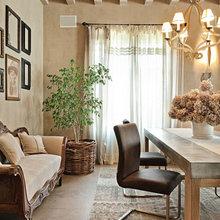 Фотография: Кухня и столовая в стиле Кантри, Дом, Дома и квартиры, Прованс, Стены, Балки – фото на InMyRoom.ru