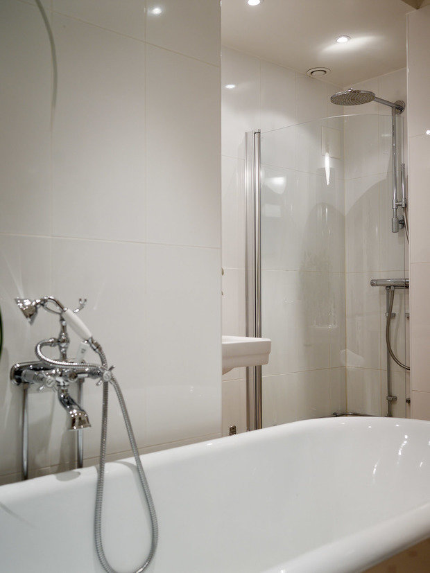 Фотография: Ванная в стиле Скандинавский, Классический, Эклектика, Декор интерьера, Квартира, Швеция, Стокгольм, как оформить эклектичный интерьер, эклектика в нитерьере, 4 и больше, Более 90 метров – фото на INMYROOM
