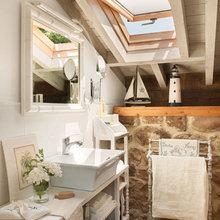 Фотография: Ванная в стиле Кантри, Дом, Дома и квартиры, Переделка, Балки – фото на InMyRoom.ru