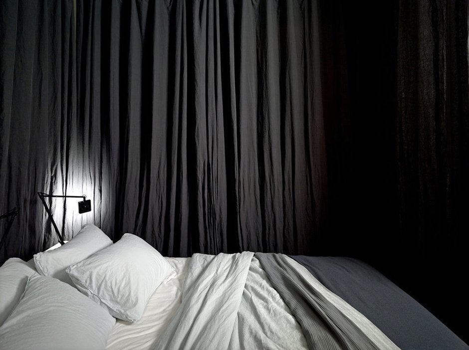 Фотография: Спальня в стиле Скандинавский, Современный, Лофт, Малогабаритная квартира, Квартира, Цвет в интерьере, Дома и квартиры, Белый – фото на InMyRoom.ru