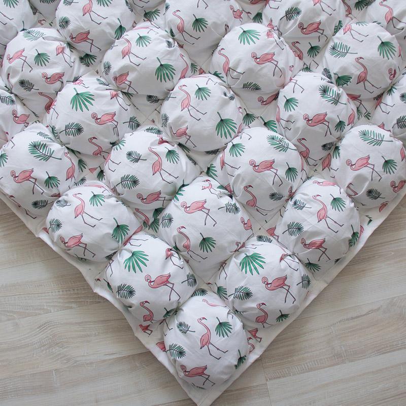 Игровой коврик бомбон Flamingo 110х110 см