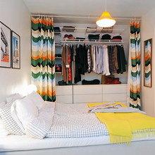 Фотография: Спальня в стиле Скандинавский, Современный, Гардеробная, Малогабаритная квартира, Хранение, Интерьер комнат, Гардероб – фото на InMyRoom.ru