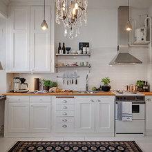 Фотография: Кухня и столовая в стиле Скандинавский, Малогабаритная квартира, Квартира, Швеция, Цвет в интерьере, Дома и квартиры, Белый, Стена – фото на InMyRoom.ru