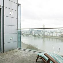 Фотография: Балкон, Терраса в стиле Современный, Квартира, Дома и квартиры, Лондон, Панорамные окна – фото на InMyRoom.ru