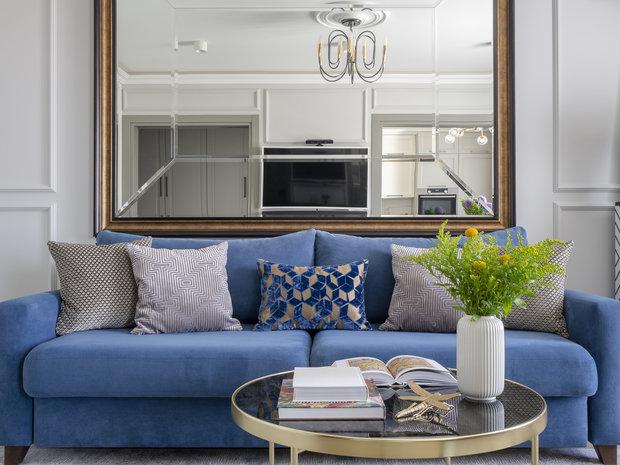 Основной фон нейтральный, очень приятный глазу. Использование ярких акцентов в мебели и декоре избавило интерьер от монотонности.