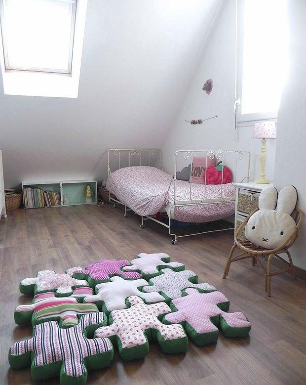 Фотография: Детская в стиле Скандинавский, Спальня, Интерьер комнат, Подушки, Ковер – фото на InMyRoom.ru