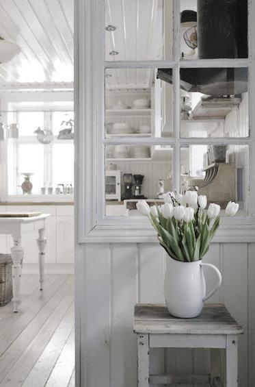 Фотография: Кухня и столовая в стиле Прованс и Кантри, Декор интерьера, Декор дома, Ширма, Перегородки – фото на InMyRoom.ru