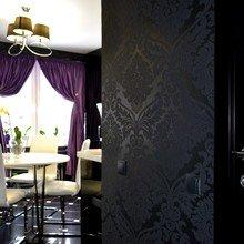 Фото из портфолио Двухкомнатная квартира с черной кухней. – фотографии дизайна интерьеров на InMyRoom.ru