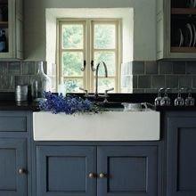Фотография: Кухня и столовая в стиле Кантри, Декор интерьера, Дизайн интерьера, Цвет в интерьере, Белый, Синий, Серый – фото на InMyRoom.ru